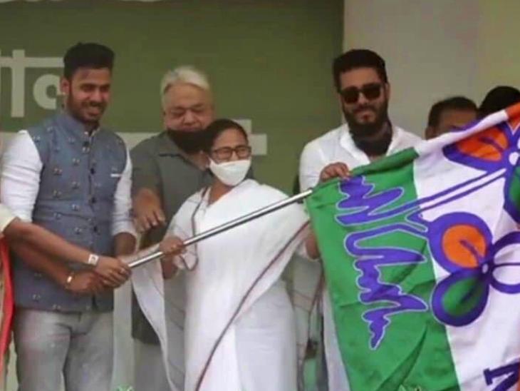 Cricketer Manoj Tiwari joined Trinamool during Mamta's rally on Wednesday.