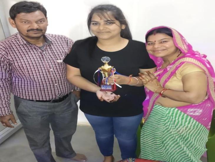 Jyotsna with parents.