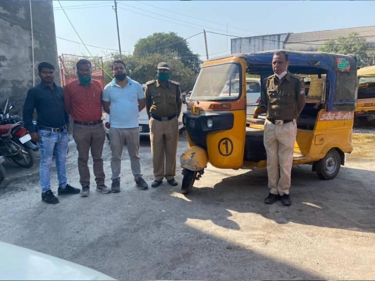 साथी के साथ दो यात्रियों का मोबाइल व पर्स किया था पार, सीसीटीवी फुटेज से धराया ड्राइवर, दूसरा आरोपी फरार|जबलपुर,Jabalpur - Dainik Bhaskar