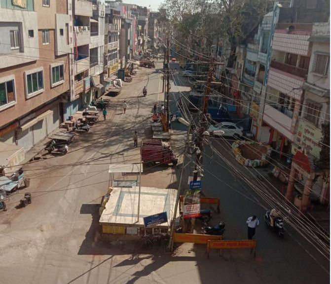 भोपाल में दिखा बंद का असर; व्यापारी न तो सड़कों पर उतरे और न ही दुकान खोली, करीब 300 करोड़ का कारोबार प्रभावित हुआ भोपाल,Bhopal - Dainik Bhaskar