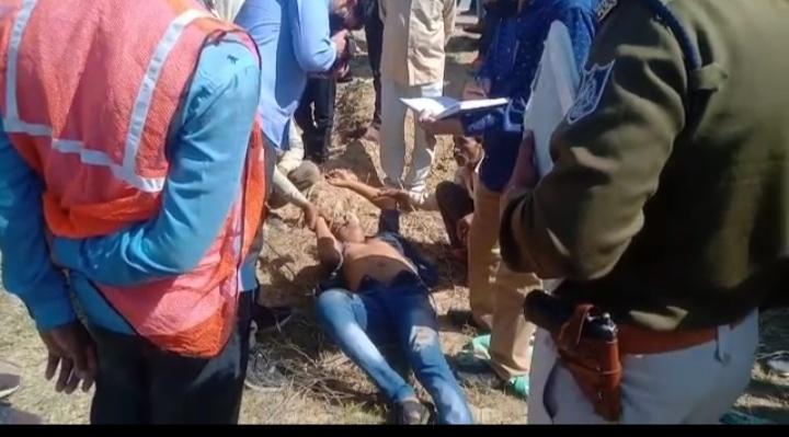 हाईवे किनारे मिला शव, 20 कदम की दूरी पर पड़ा था ब्लड, हत्या और हादसे में उलझी पुलिस|ग्वालियर,Gwalior - Dainik Bhaskar