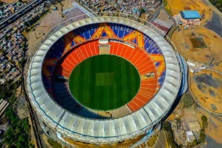 नवनिर्माण के बाद इसका नाम नरेंद्र मोदी स्टेडियम कर दिया गया है।