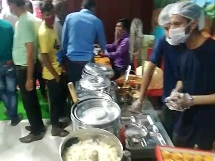 इंदौर में भी बापट चौराहे के पास हुई शुरू, 10 रुपए में भरपेट भोजन मिलेगा; पोर्टल के जरिए होगी मॉनिटरिंग|इंदौर,Indore - Dainik Bhaskar