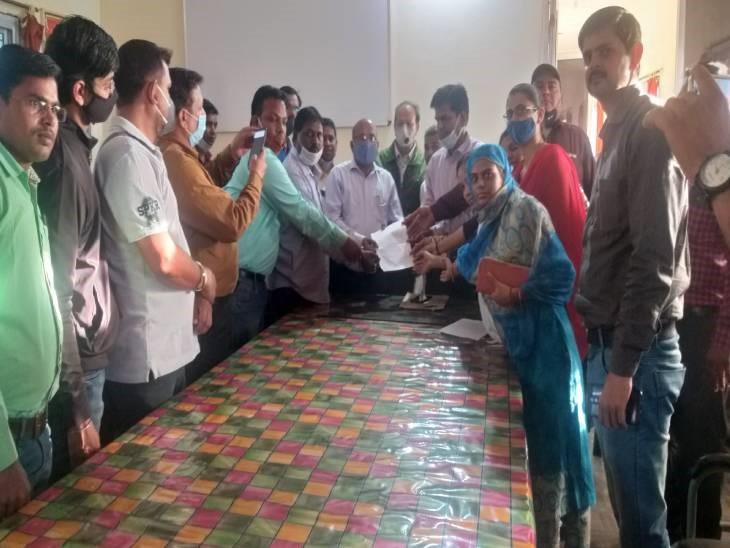 मानदेय विसंगति का विरोध: 8 कॉलेजों के अतिथि विद्वान हुए लाम्बेड, अवकाश स्वीकृत कर के लिए धन;  एडिशनल डायरेक्टर को सौंपा गया