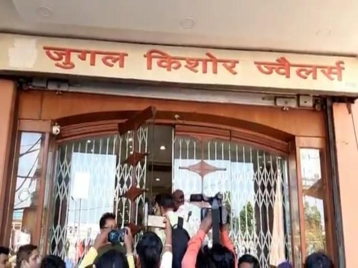 लखनऊ के पॉश इलाके में चोरी: नामी सर्राफा व्यवसाय लाला जुगल किशोर जुवेलर्स का पैच कटकर थोंस ने लूट को अंजाम, खुलासे के लिए लगाई गई एसटीएफ