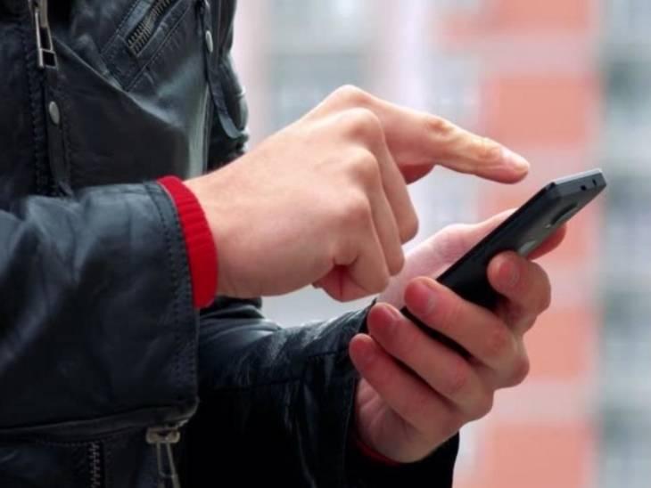 यूपी पुलिस के एक अफसर का अनोखा फरमान: देवरिया एसपी की मातहतों को चेतावनी- किसी के फोन पर बजा फिल्मी रिंगटोन तो उसकी खैर नहीं