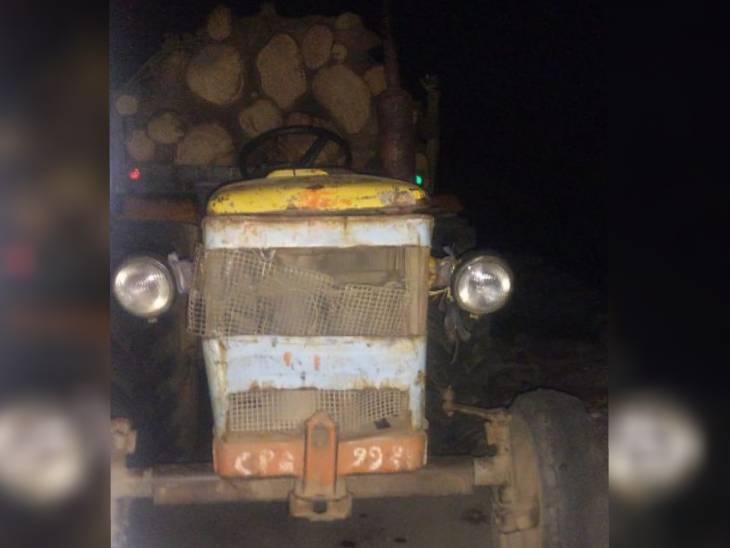 रात्रि गसेट में लकड़ी तोड़ने: बदौना के जंगल से कटकर सागर आ रही थी 20 क्विंटल लकड़ी, फॉरेस्ट टीम ने कनेक्टर-टोली व लकड़ी तोड़ने की