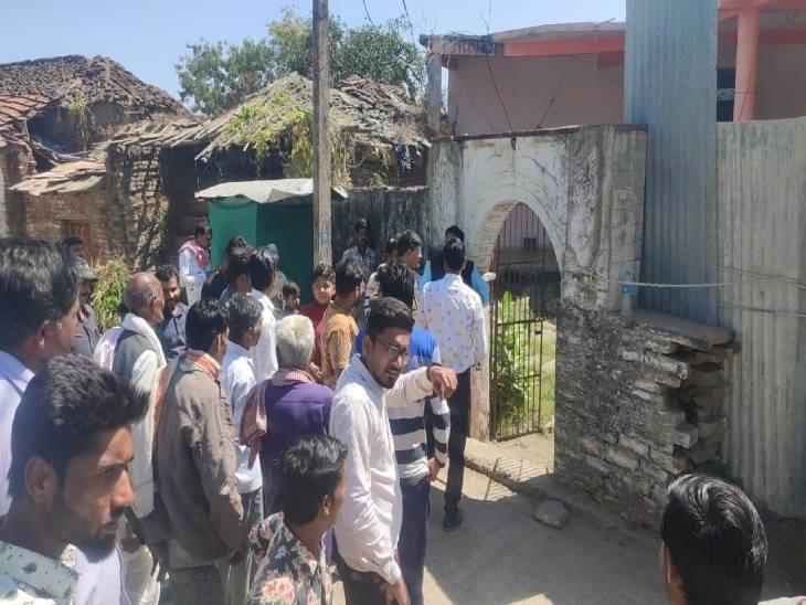 वरदात के बाद मंदिर के बाहर शुरू हुई ग्रामीणों की भीड़