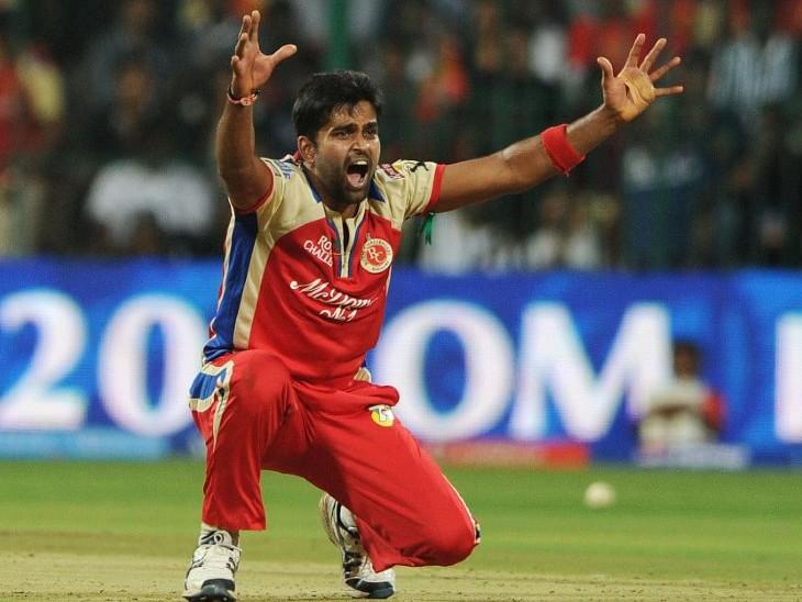 विनय कुमार ने IPL में 8.39 रन प्रति ओवर की इकोनॉमी से गेंदबाजी की है।
