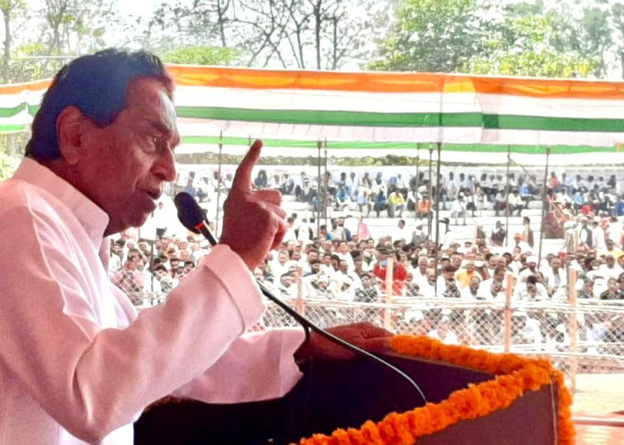 कमलनाथ ने बाएं सियासी तीर: रीवा में बोले – सीएम खुद को लोकप्रिय मानते हैं तो ईवीएम को छोड़ बैलेट पेपर से चुनाव क्यों नहीं करवाते