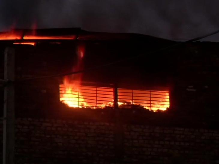 दिल्ली में हादसा: प्रताप नगर के इलाके कीस्मैटिक फैक्ट्री में आग, एक की मौत;  सिलेंडर फटने से हुआ हादसा