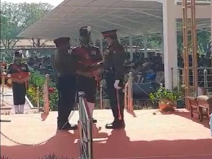जीआरसी में जवानों और शहीदों को सेना पदक से किया गया सम्मानित, दो जवानों को मरणोपरांत मिला ये सम्मान|जबलपुर,Jabalpur - Dainik Bhaskar
