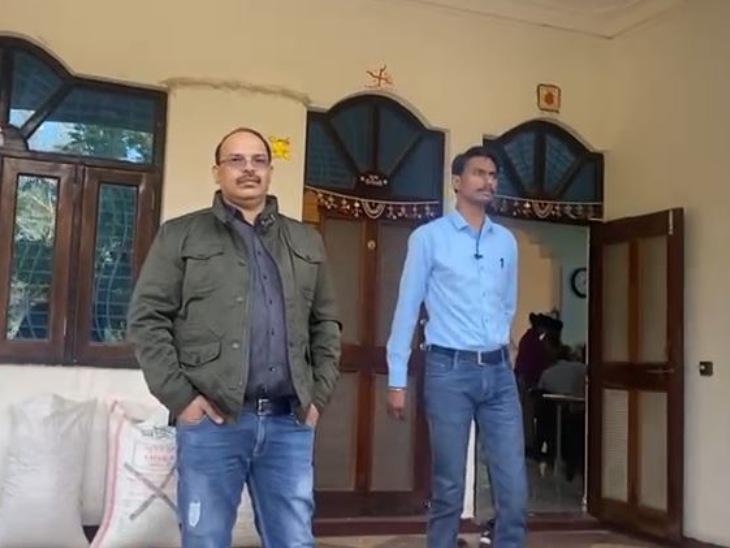 मंदसौर में सहकारी समिति के प्रबंधक के घर लोकायुक्त को मिली दो किलो चांदी, सवा सौ ग्राम सोना और तीन लाख नकद|मंदसौर,Mandsaur - Dainik Bhaskar