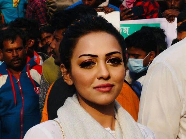 पामेला गोस्वामी और उनके साथी प्रबीर कुमार को पुलिस ने 19 फरवरी को कोकिन के साथ गिरफ्तार किया था। उसने राकेश सिंह पर गंभीर आरोप लगाए थे। (फाइल फोटो) - Dainik Bhaskar