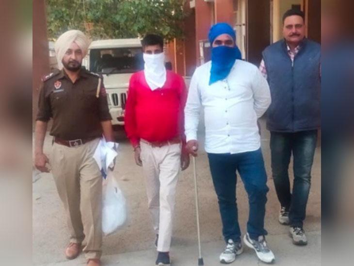 जीरकपुर में नशा तस्करी के मामले में पुलिस की गिरफ्त में रिटायर्ड फैजी और उसका सहयोगी। - Dainik Bhaskar