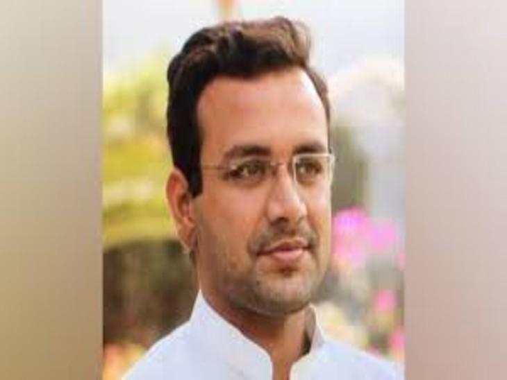 गोरखपुर के नौतनवां सीट से निर्दलीय विधायक अमन मणि त्रिपाठी के घर पर नोटिस चस्पा कर भगोड़ा घोषित कर दिया गया। फाइल फोटो - Dainik Bhaskar