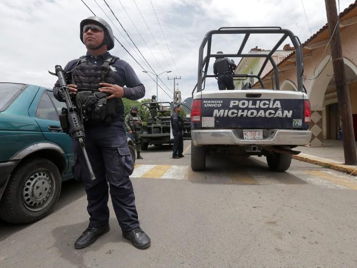 SUV से आए हथियारबंद लोगों ने घर पर हमला किया; 10 लोगों की गोली मारकर हत्या, 3 घायल|विदेश,International - Dainik Bhaskar