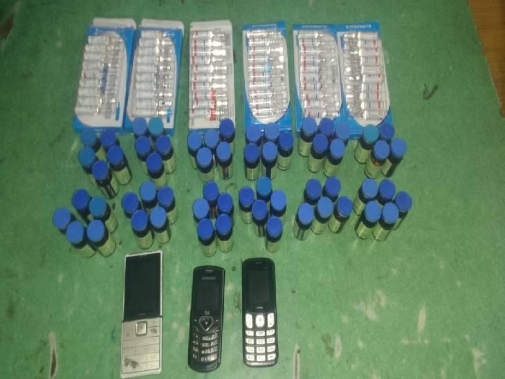 पुलिस ने आरोपियों के कब्जे से नशीले इंजेक्शन जब्त किए। - Dainik Bhaskar