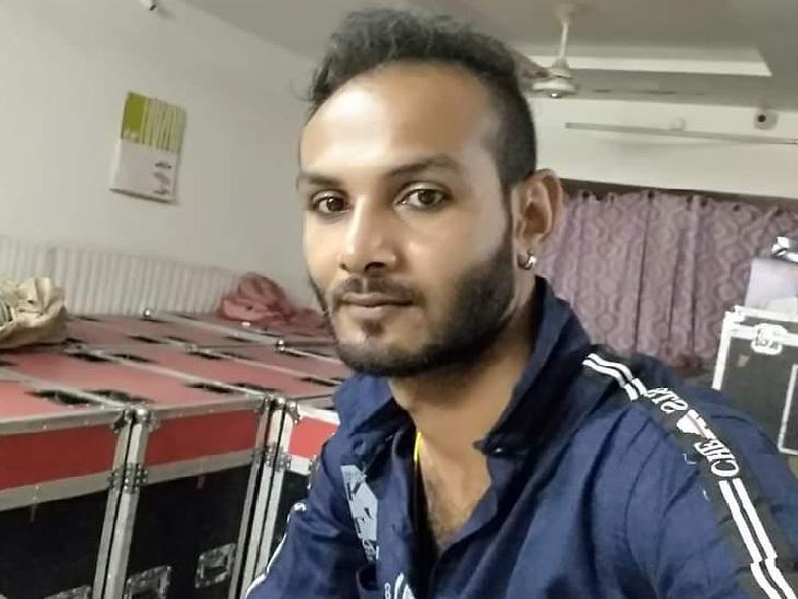 दो महीने पहले मालिक की बहन से प्रेम विवाह; सत्कार के बहाने साले ने जीजा को घर बुलाया, फिर चौराहे पर चाकू से 13 बार गोदकर मार डाला|इंदौर,Indore - Dainik Bhaskar