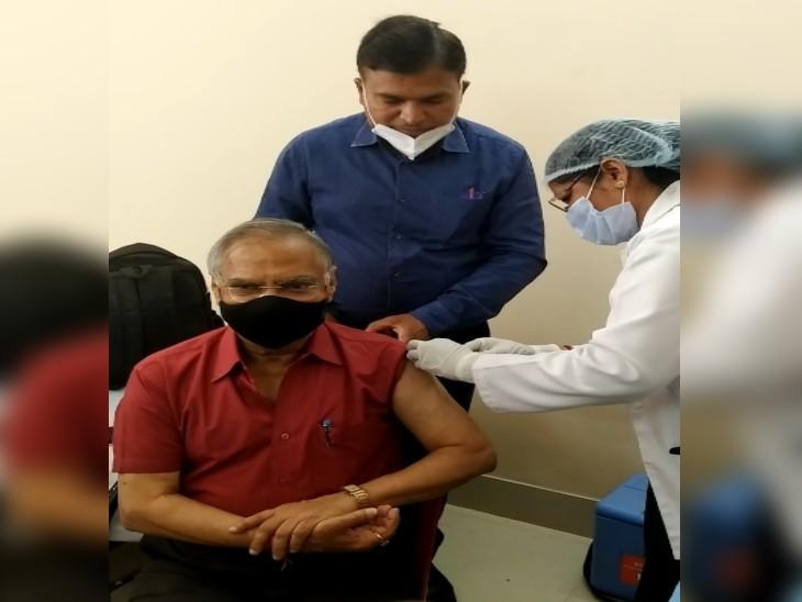 सांसद को 12 बजे लगाया गया पहला टीका, सुबह 9 बजे से आ गए भूखे प्यासे बुजुर्ग हुए परेशान, रजिस्ट्रेशन को लेकर हुई धक्का-मुक्की|ग्वालियर,Gwalior - Dainik Bhaskar