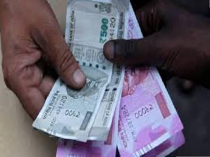 पासबुक रख 15 हजार उधार दिए, चार महीने तक दो-दो हजार वसूलता रहा, फिर भी 30 हजार रुपए और मांग रहा|जबलपुर,Jabalpur - Dainik Bhaskar