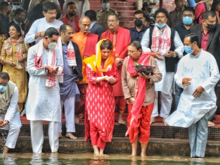 प्रियंका गांधी ने चुनाव से जुड़ा सवाल यह कहते हुए टाल दिया कि इस बारे में मंदिर में बात करना ठीक नहीं है। प्रियंका दो दिन असम के दौरे पर रहेंगी। उनका असम में कई रैलियां और रोड शो करने का शेड्यूल है।