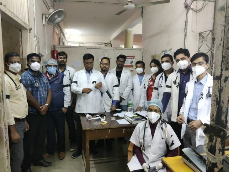 Junior doctors say that they are working in Kovid without taking care of them, even then the government is not paying attention to their problems.