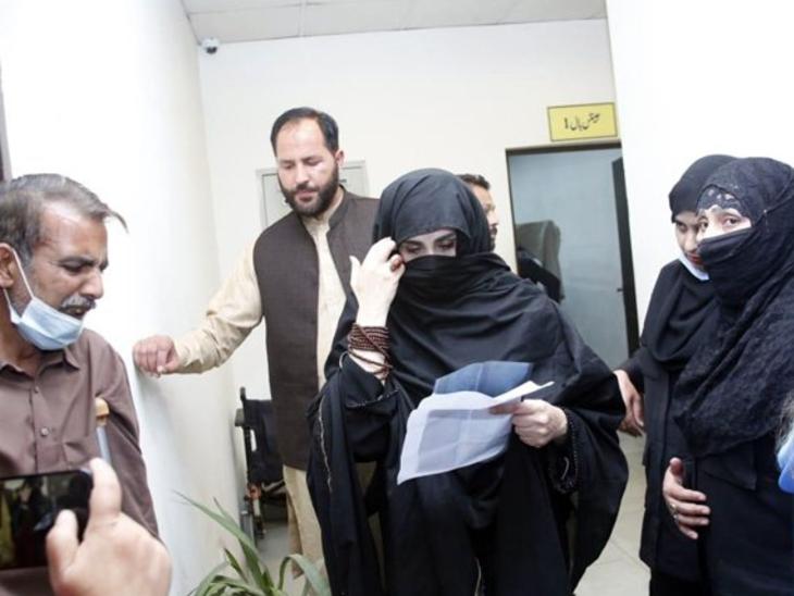 पत्नी की नजर में इमरान: PAK PM की पत्नी लुईरा बीबी ने शेल्टर होम का दौरा किया;  बोलीं- हर कामयाब आदमी के पीछे उसकी पत्नी का हाथ