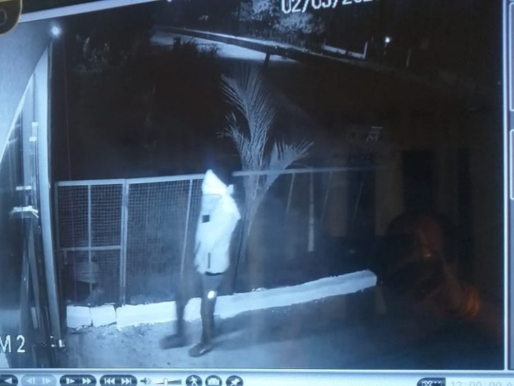 ट्रॉली चोरी, पीछा करने पर की फायरिंग: फौजी के घर से ट्रॉली चोरी कर ले गए बदमाश, पीछा किया तो चला दीं गोलियां, छिपकर बचाई जान