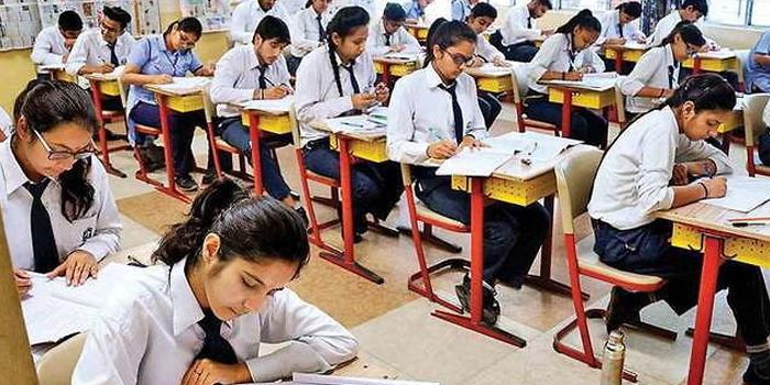 स्कूल संचालक किसी भी छात्र को फीस नहीं देने के कारण परीक्षा में बैठने से नहीं रोक सकेंगे। - प्रतीकात्मक फोटो - Dainik Bhaskar