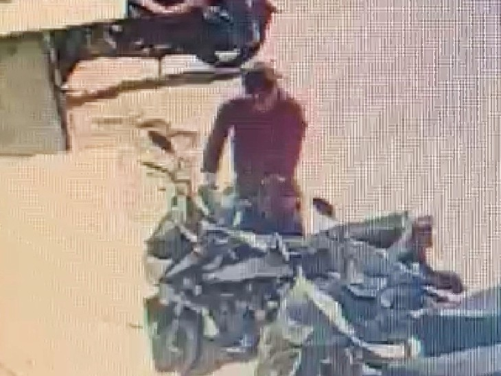 Vehicle thieves get high in Udaipur: Vicious vehicle thief stole motorcycle, caught in CCTV camera from Savina area in broad daylight Funny Jokes