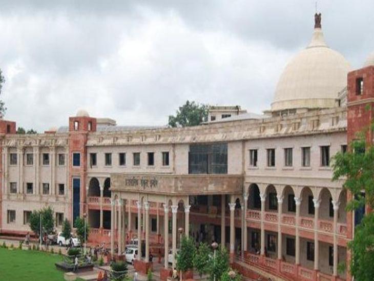 डायवर्सन कर वसूली: प्रशासन ने 8 दफ्तर किए सील, जूनी इंदौर तहसील क्षेत्र में वसूलना 2.61 करोड़ रुपए है