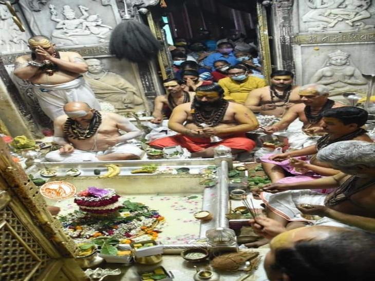 विश्वनाथ कॉरिडोर में चल रहे निर्माण कार्य में लगे मजदूरों और कर्मचारियों का शिवरात्रि के पहले सत्यापन होगा। - Dainik Bhaskar