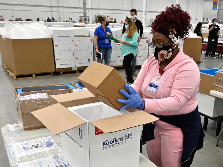 अमेरिका ने शनिवार को जॉनसन एंड जॉनसन की कोरोना वैक्सीन 'जैनसेन' को इमरजेंसी अप्रूवल दिया था। मॉडर्ना और फाइजर के बाद देश में अप्रूवल पाने वाली यह तीसरी वैक्सीन है।