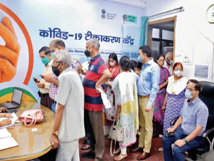टीकाकरण के दूसरे चरण का पहला दिन: प्रदेश में 17605 लोगों को लगा पहला टीका, भोपाल में 6600 को लगना था, 23605 को लगाया गया।