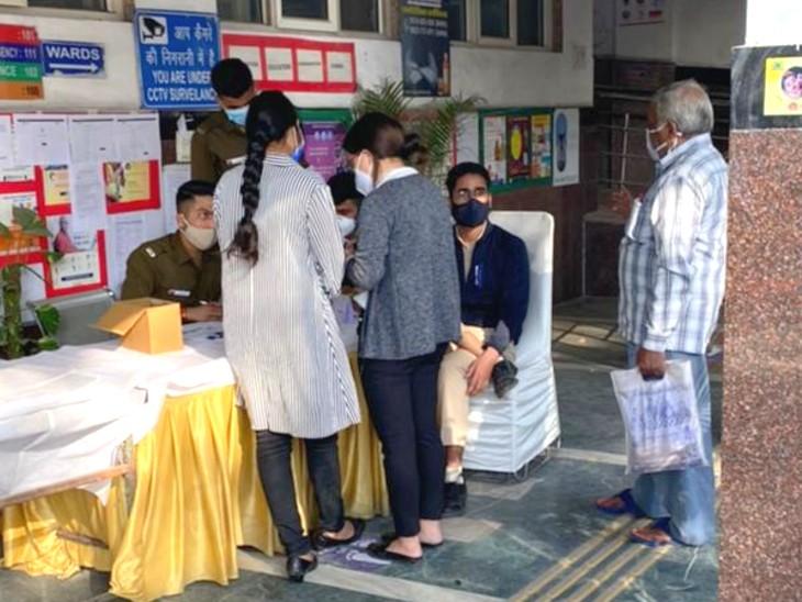 कोरोनाकैशन का दूसरा दिन: राजधानी दिल्ली में एमआर लाइन और स्वास्थ्य वर्कर्स से ज्यादा बुजुर्गों को वैक्सीनेशन का उत्साह दिखा रहा है