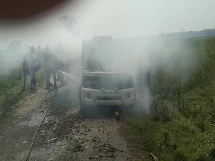 मुखिया का चुनाव लड़ने की तैयारी में थे, लोगों ने किया जमकर हंगामा, पहले पुलिस की गाड़ी तोड़ी, फिर आग लगा दी|सारण,Saran - Dainik Bhaskar