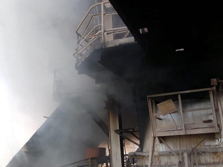 छत्तीसगढ़ के भिलाई स्टील प्लांट के RMP-2 में बुधवार सुबह भीषण आग लग गई। - Dainik Bhaskar