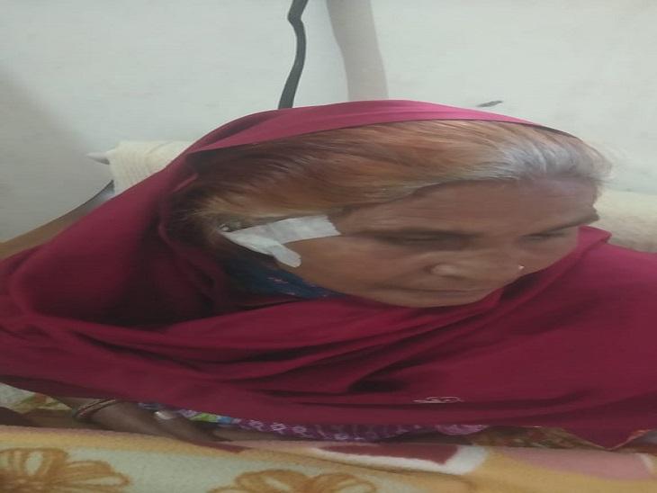 घर के बाहर बैठी महिला से बाइक सवार ने झपटी बाली, कान फटने के कारण आए सात टांके पानीपत,Panipat - Dainik Bhaskar