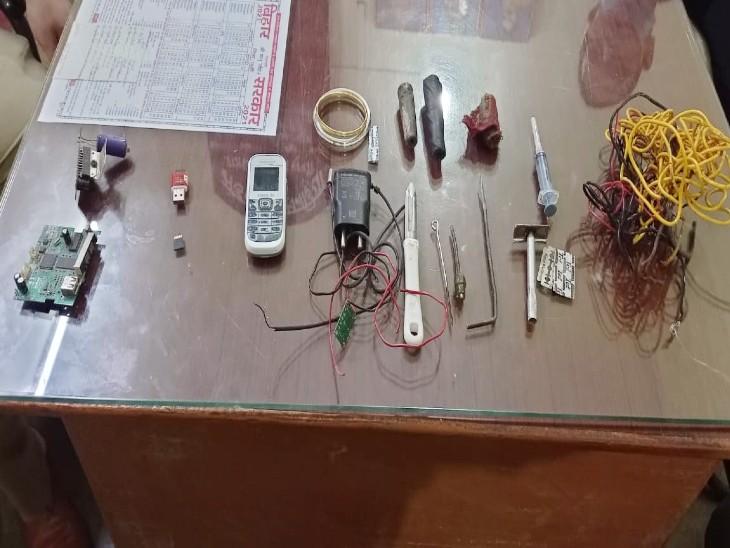 बेउर जेल में मिले 2 मोबाइल और 20 बैंक खातों का राज खुलेगा; 59 जेलों पर छापे में 12 मोबाइल मिले, विजय कृष्ण पर FIR|बिहार,Bihar - Dainik Bhaskar