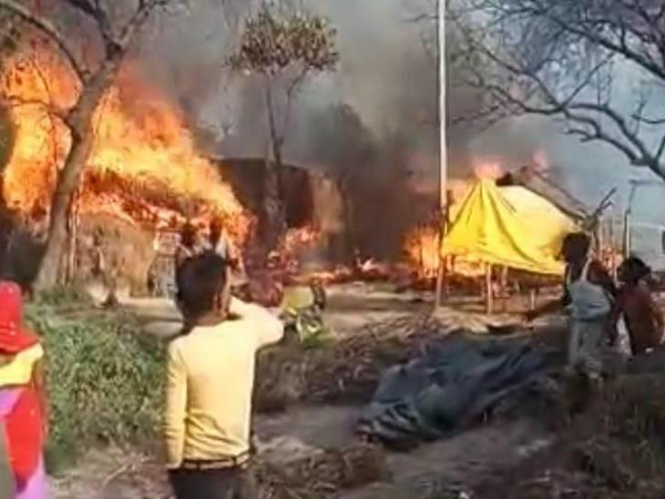 लोगों की आँखों के सामने उनकी गृहस्थी जलकर जला हुई।