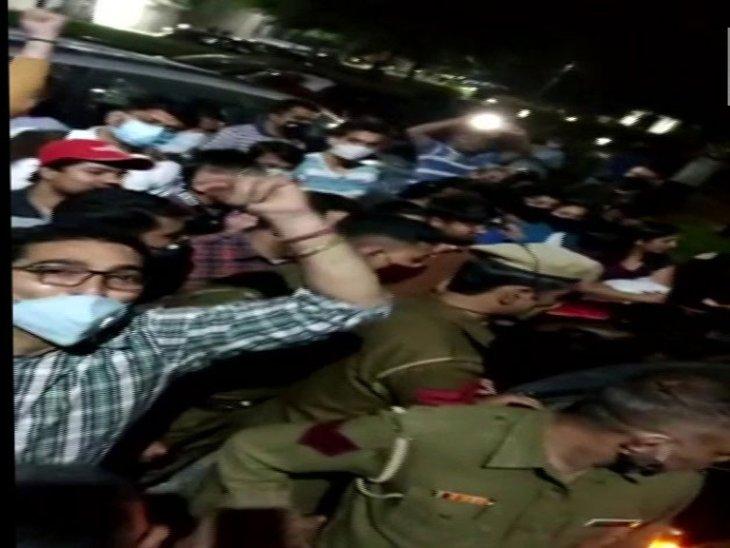 खाना खिलाने वाले और भगाने वाले आमने-सामने; पुलिस को भी शिकायत दी गई, दो बच्चों को काटने का मामला|हरियाणा,Haryana - Dainik Bhaskar