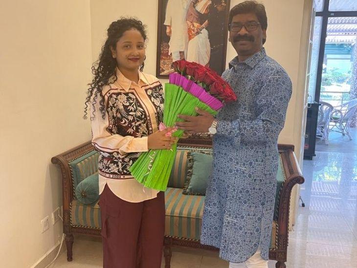 बजट सत्र के लिए निकलने से पहले CM हेमंत सोरेन की पत्नी कल्पना सोरेन ने उन्हें शुभकामनाएं दी।