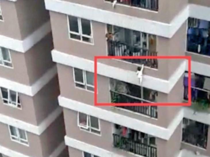 वियतनाम में अनोखा मामला: 12 वीं मंजिल से फिसली बच्ची, ड्राइवर की गोद में गिरी, सिर्फ हल्की अंक II