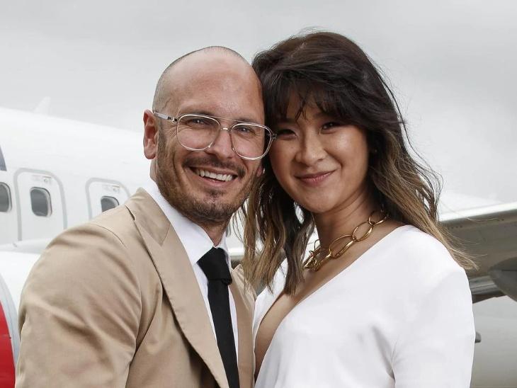 ऑस्ट्रेलिया में 41 हजार फुट की ऊंचाई पर हवाई जहाज में हुई अनोखी शादी, फ्लाइट से उतरकर दोनों ने मास्क उतारा और फिर कराया फोटोशूट|लाइफस्टाइल,Lifestyle - Dainik Bhaskar