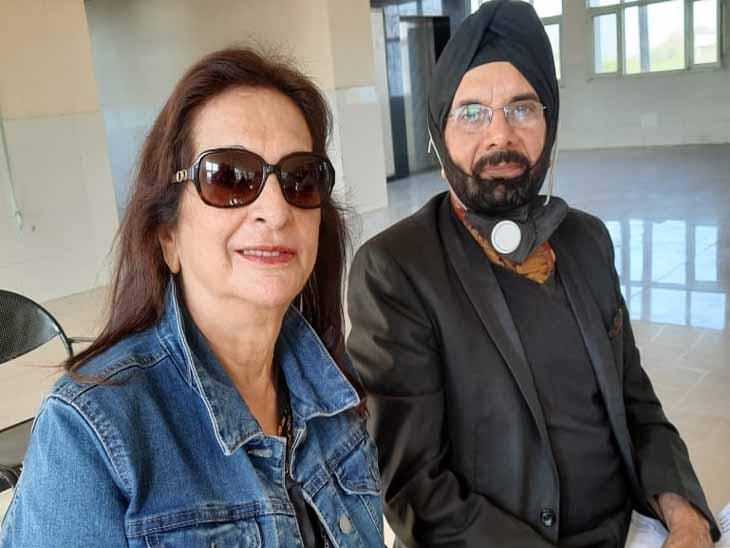 डॉ. जी.एस.कोचर और डॉ. परमजीत कोचर ने मोहाली में डोज ली