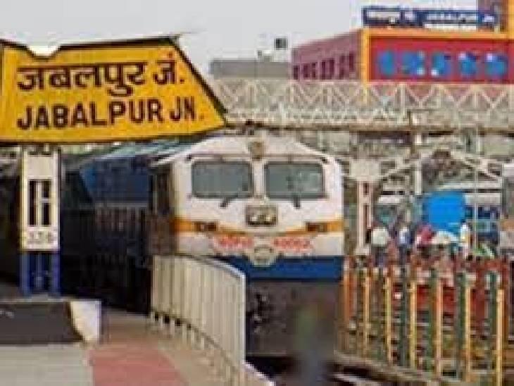 प्लेटफ़ॉर्म टिकट पांच गुना खर्च: जबलपुर रेलवे डिवीजन के 11 स्टेशनों पर बुधवार आधी रात से 50 रुपये प्लेटफॉर्म टिकट की बिक्री शुरू होगी