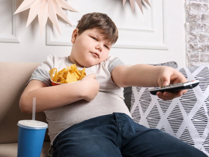 रोजाना 60 मिनट खेलकूद और 9 घंटे की नींद जरूरी, खाते वक्त टीवी देखने से रोकें; ये 4 बातें बच्चों में मोटापा घटाएंगी|लाइफ & साइंस,Happy Life - Dainik Bhaskar