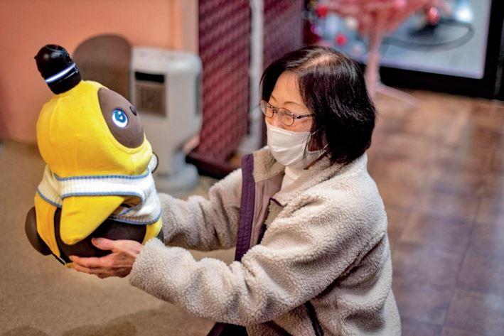 पालतू जानवरों के बजाय महंगे रोबोट्स खरीद रहे लोग। - Dainik Bhaskar