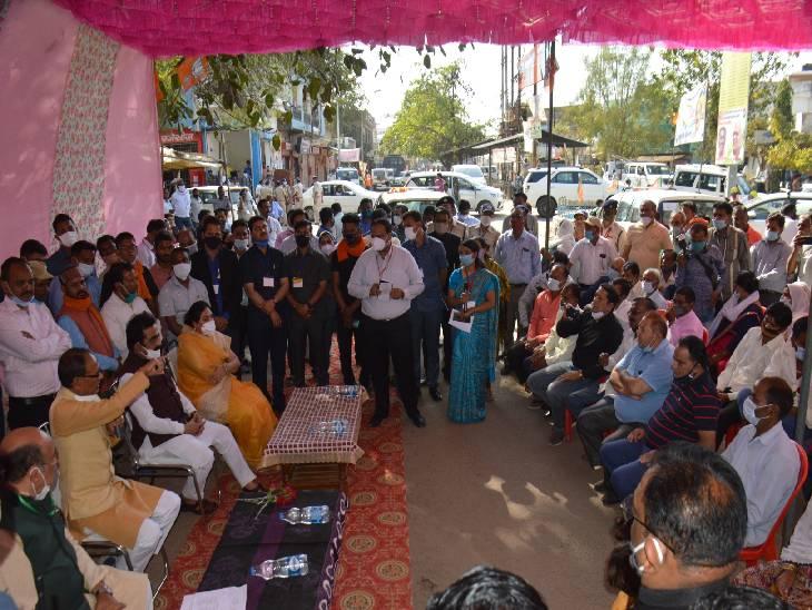 शिवराज ने टी स्टाॅल पर चाय पी, बोले-पप्पू भी चाय बेचकर परिश्रम कर रहा है, कल को ये भी बन सकता है मुख्यमंत्री|जबलपुर,Jabalpur - Dainik Bhaskar